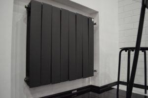 Черный радиатор отопления
